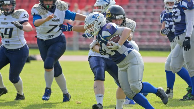 Mainzer Linebacker #60 Laura Bullmann am Tackle des Darmstädter Ballträgerin; Foto: © 2019 Darmstadt Diamonds